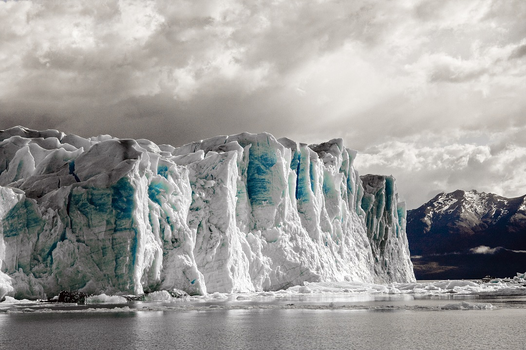 stock photos free  of landscape of a glacier in South America with a cloudy sky