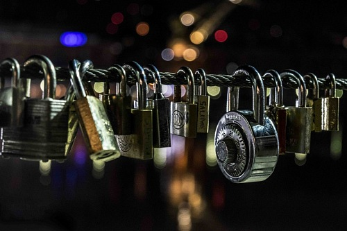 padlock bridge night