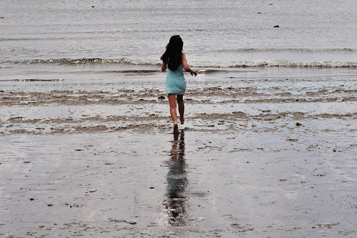 free for commercial use girl walking on the beach Valdes Peninsula  images