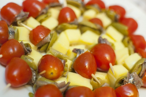 photo Vegetable tomato and cheese brochettes free for commercial use images