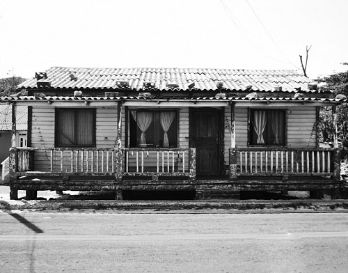 free for commercial use vintage house over road images